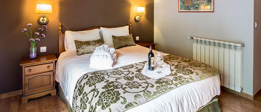 ndorra_arinsal_princesca-parc-&-diana-parc-spa-hotel_standard-bedroom.jpg
